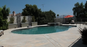 Freeform-Pool-with-Raised-Spa-and-Tahoe-Finish