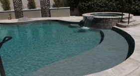 Freeform-Pool-with-Raised-Spa-and-Tanning-Ledge