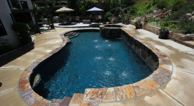 Freeform-Pool-and-Spa-with-Deck-Jets